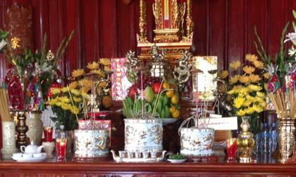 Chọn lựa loại hoa thờ cúng phù hợp đặt trên bàn thờ
