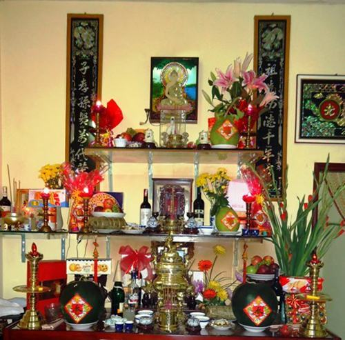 Hướng dẫn cách cắm hoa bàn thờ phật đẹp tăng vượng khí, hút tài lộc